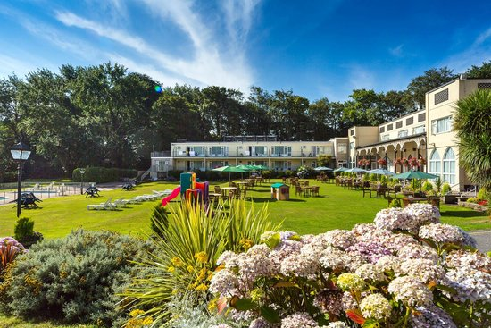 Langstone Cliff Hotel: The Hotel Lawn