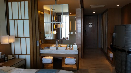 InterContinental Nha Trang : luxurious bathroom