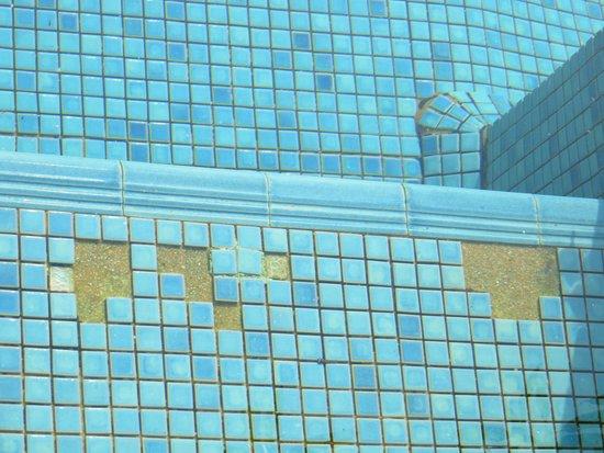 Aleenta Resort Pranburi: reparaturbedürftiger Pool
