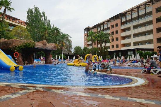 H10 Salauris Palace: swimming pool