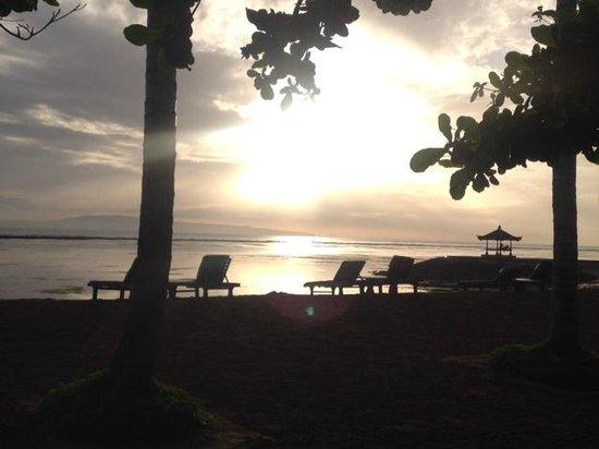 Sindhu Beach: 素晴らしい朝やけを