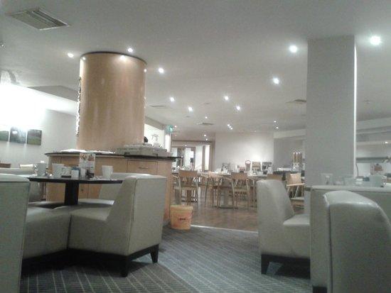 Holiday Inn Reading - South M4, Jct.11: The restaurant on a Sunday evening