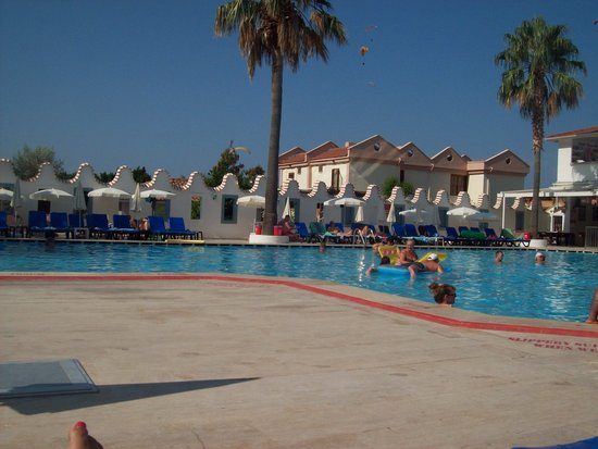 Karbel Hotel: By the pool