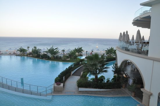 Atrium Prestige Thalasso Spa Resort and Villas: Baseny i restauracja
