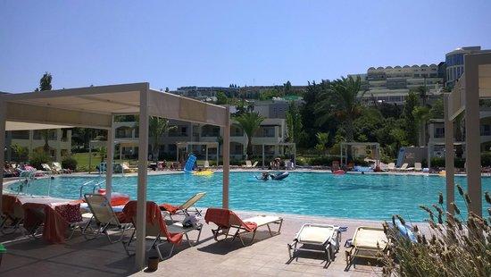 Kipriotis Maris: Pool Bereich Maris Suites