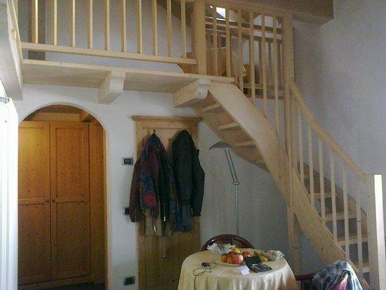 Leading Relax Hotel Maria: La scalinata che porta al soppalco (Junior Suite Belladonna)