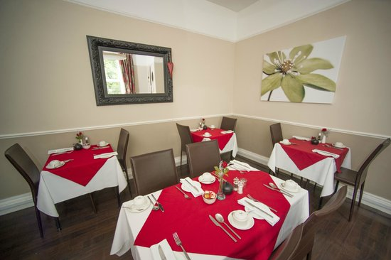 The Fountains Guesthouse: Dining Room