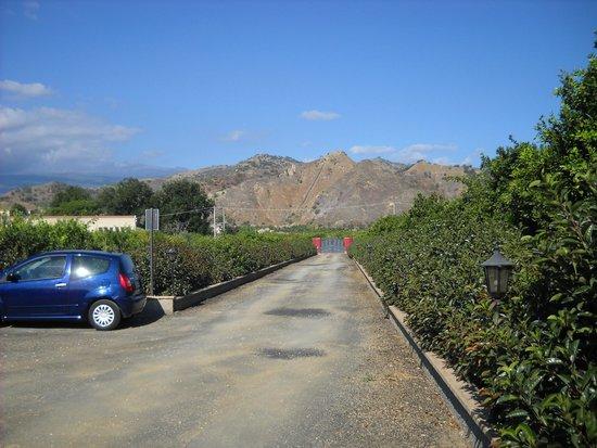B&B Villa Valentina Taormina : vialetto ingresso
