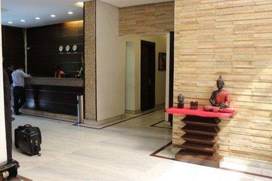 Hotel La Suite: The Reception