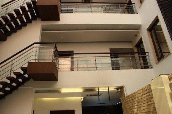 Hotel La Suite: The way up !