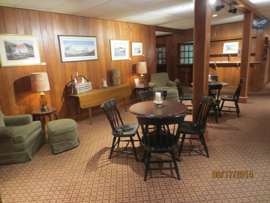 Fisherman's Wharf Inn: lobby