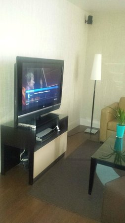 K West Hotel & Spa: Tv in room