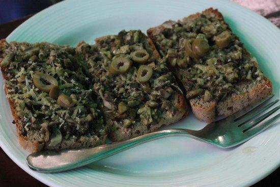 The Lazy Dog: Olive toast
