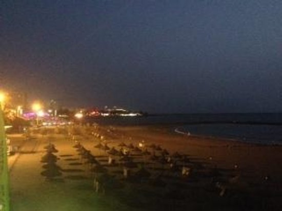 Las Piramides: Beach at night