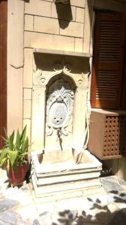 Barbara Studios: La fontaine