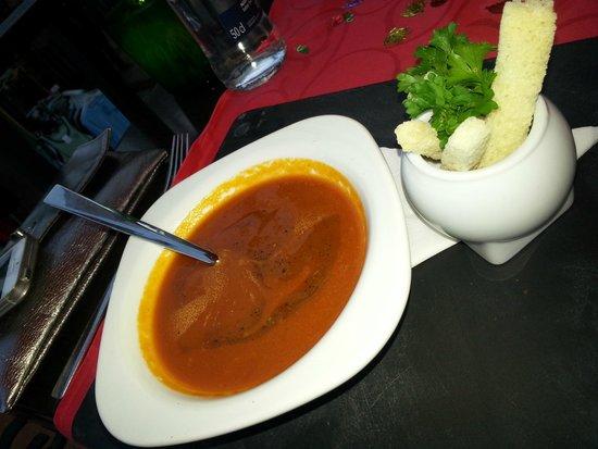 Friends Lounge Bar & Restaurant: Gazpacho soup