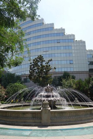 Mercure Xian on Renmin Square : The fountain inside the Renmin Square