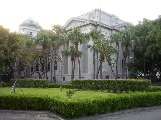 National Taiwan Museum : The building from 228 Peace Park
