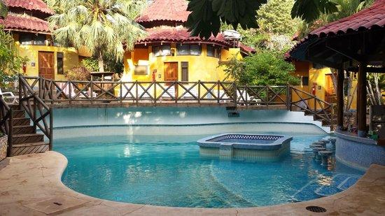 Hotel Luna Llena: Piscine e camere