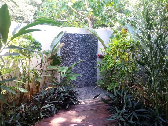 Lope Lope Lodge: Outdoor shower - amazing