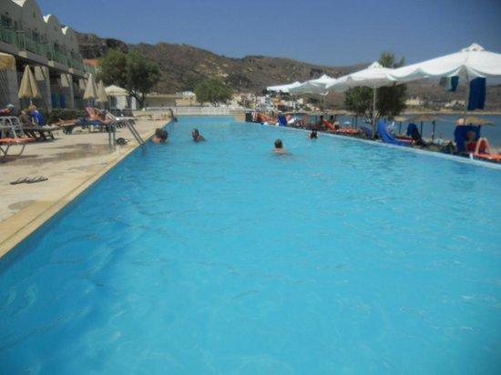 La piscine picture of grand bay beach resort kolymbari for Piscine lillers