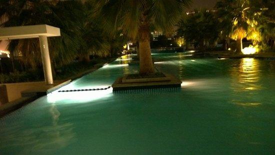 Fairmont Bab Al Bahr : pool by night