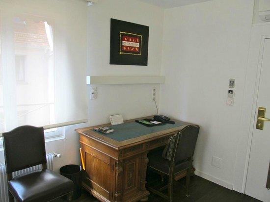 Best Western Hotel De L'Europe: Desk