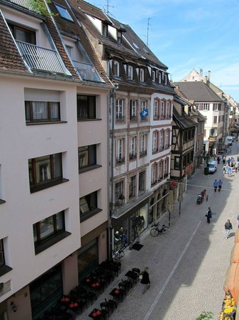 Best Western Hotel De L'Europe: View down Grand Rue