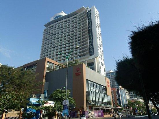 Sheraton Nha Trang Hotel and Spa: View of hotel building