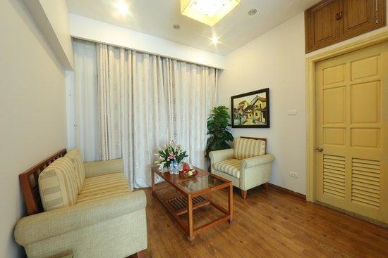 Tu Linh Legend Hotel: Family room