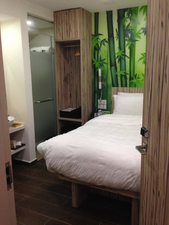 Hotel Clover The Arts: Welcome to the compact room