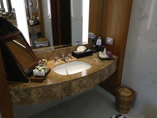 Santiburi Beach Resort & Spa: großes, schönes, luxuriöses Badezimmer