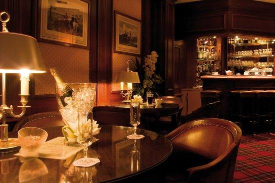 Carlton Hotel: Bar Saint James