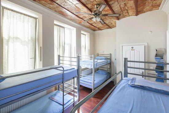 Rapunzel Hostel: 6-Bed En-Suite Room
