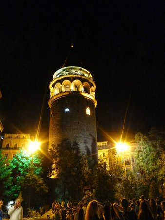 Rapunzel Hostel: Galata Tower at night