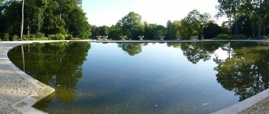 Auberge du Jeu de Paume : View over park from room