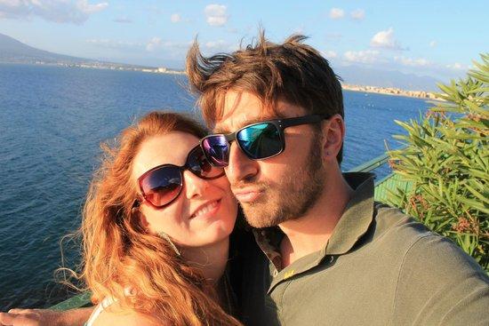 Villa Monica B&B: Io e mio marito con la vista della Costiera Amalfitana!