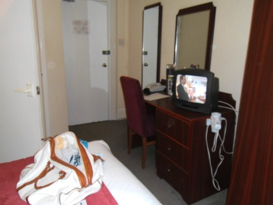 Bay Torbay Hotel: TV and dressing table.