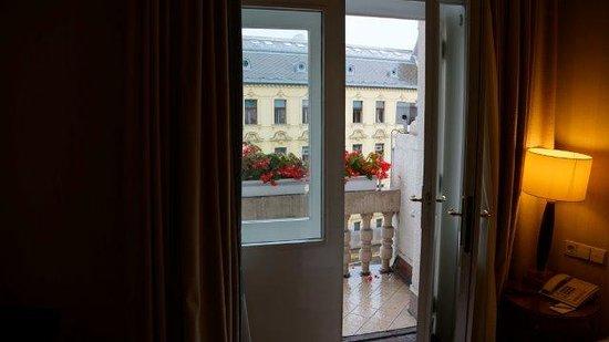 Esplanade Zagreb Hotel : 1 of 3 balconies from inside