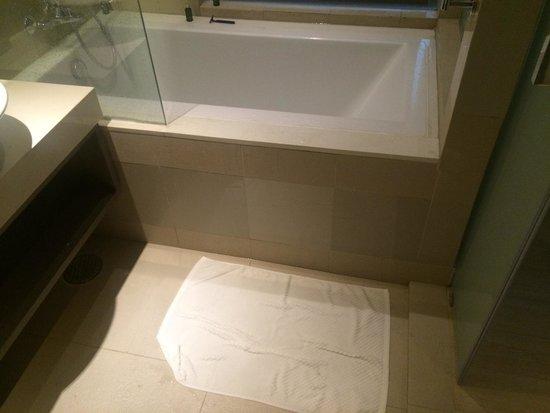 Grand Mercure Phuket Patong: The floor got wet easily when taking shower