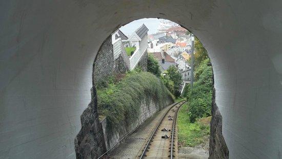 Mount Floyen and the Funicular (Floibanen): binario funicolare