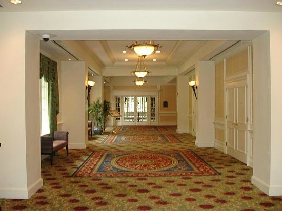 Washington Duke Inn & Golf Club: one of the hallways