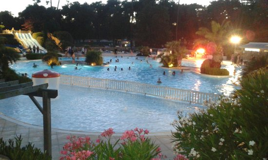 Vue de la piscine picture of camping le logis saint for Camping blonville sur mer avec piscine