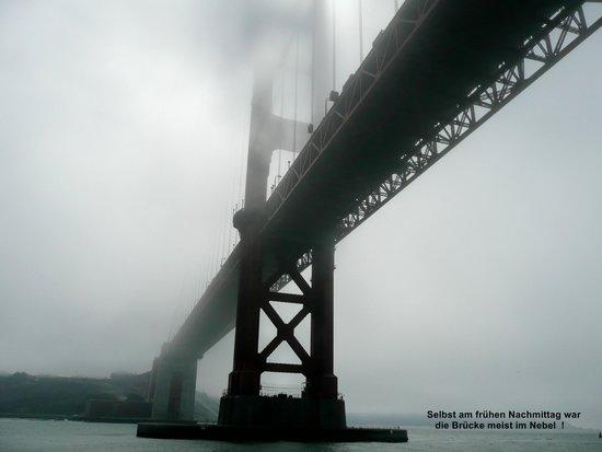 Puente Golden Gate: Brücke von unten, bei der Schiffsunterquerung.