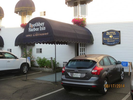 The Sunset Lounge at the Boothbay Harbor Inn: entrance
