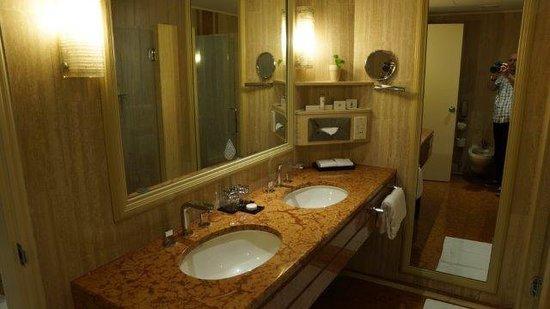 Marina Mandarin Singapore: Double basins