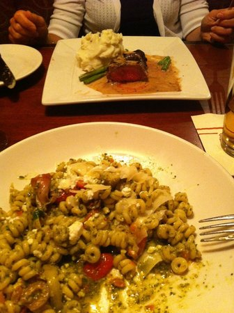 Minervas Restaurant and Bar: Fusilli al pesto e Whiskey Sirlion