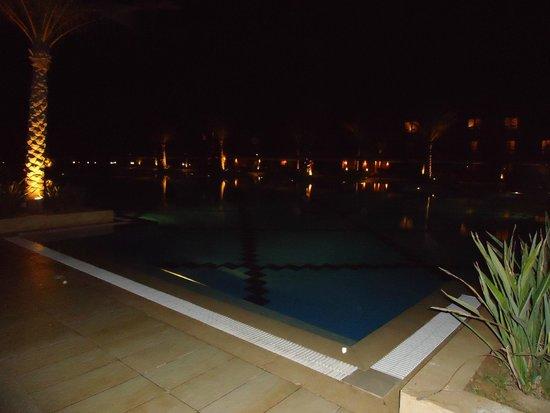 Jaz Oriental Club: La piscina
