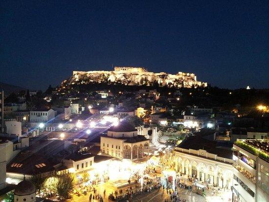 A for Athens: terraza de noche