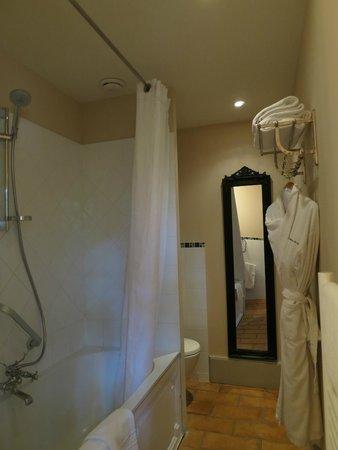 Chateau de Roussan : Baño habitación Marthe